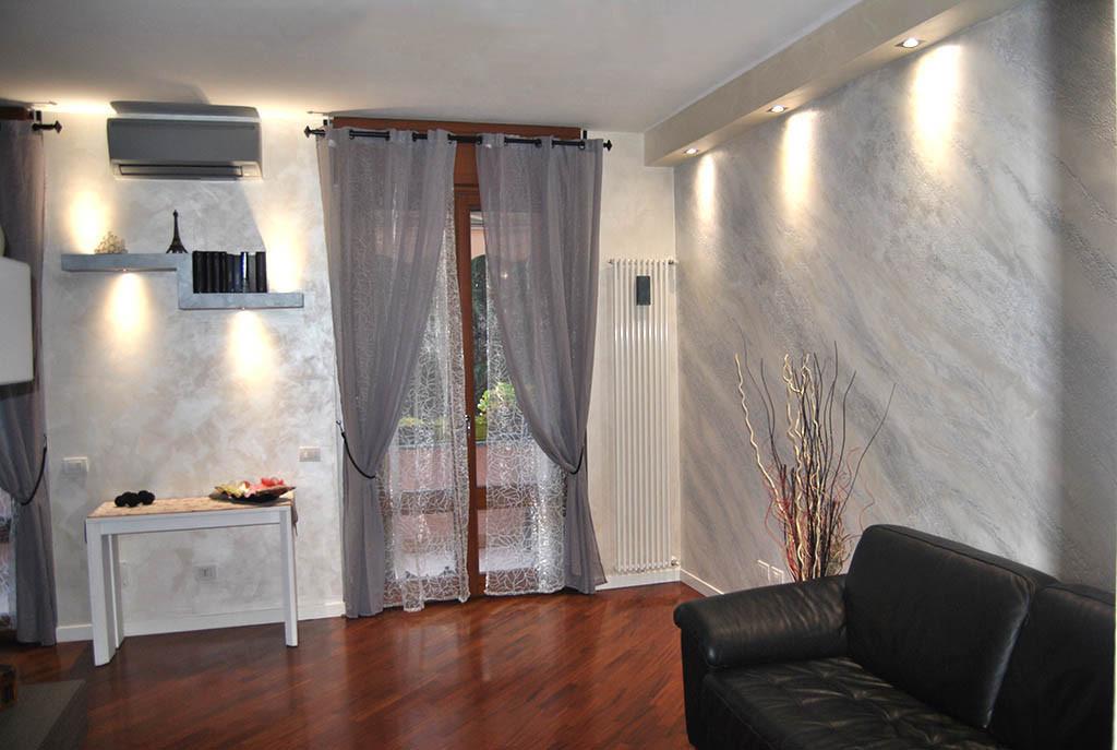 Decoratore d 39 interni stucco veneziano istinto pietra for Decorazioni in polistirolo per interni