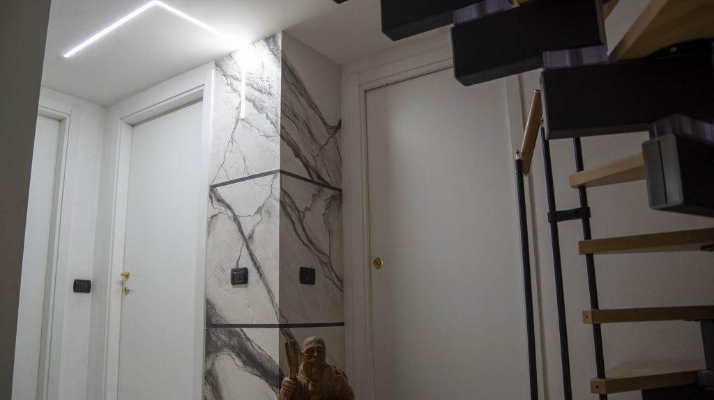 Colonna pietra spaccata
